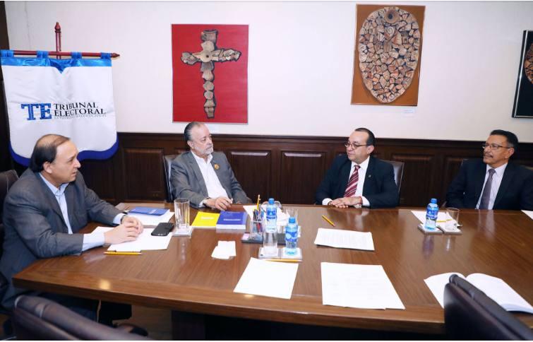 Rector de la UP presenta propuesta preliminar al TE para debates presidenciales