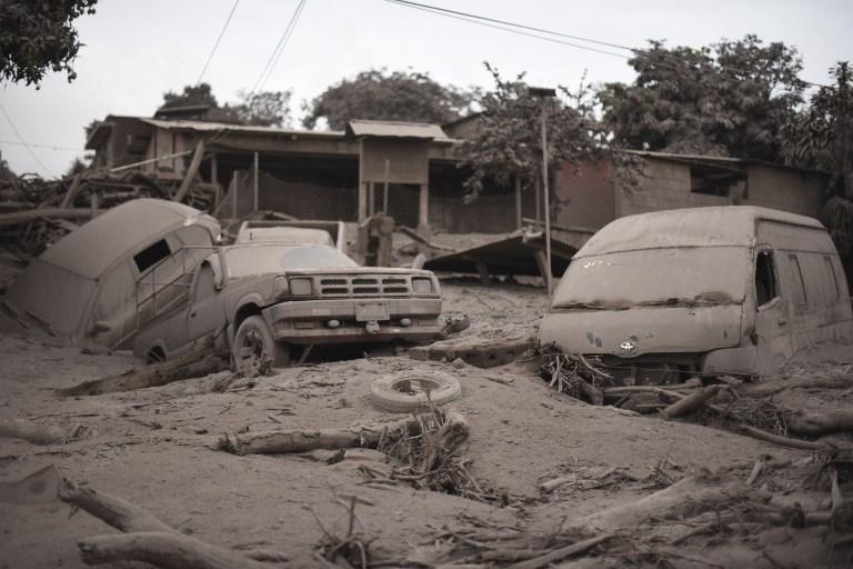 Temor e incertidumbre tras mortal erupción volcánica en Guatemala