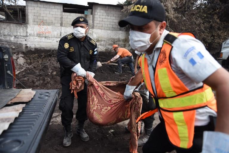 Lenta agonía por identificar a muertos por el volcán en Guatemala
