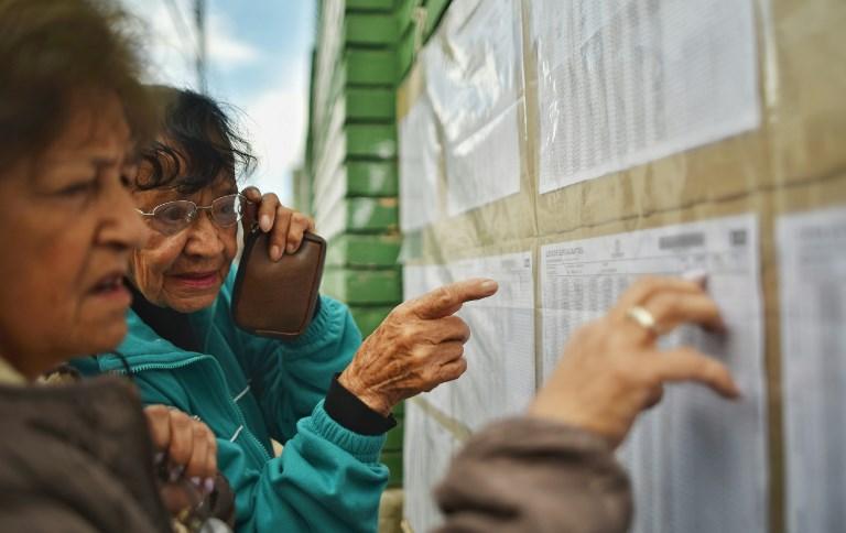 Abren las mesas de votación para histórico balotaje en Colombia
