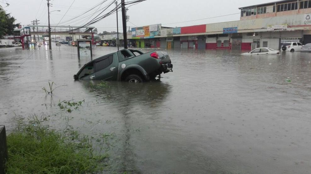 Fuertes lluvias provocan inundaciones en ciudad capital