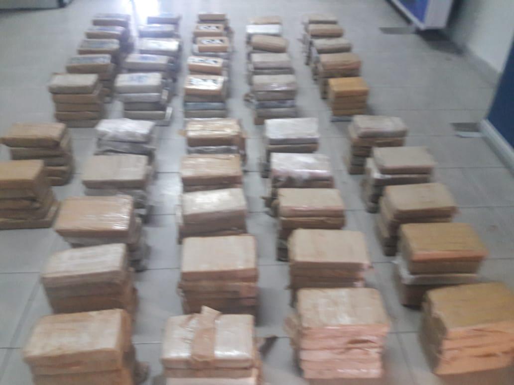 Incautan 235 paquetes de droga en puerto de Colón