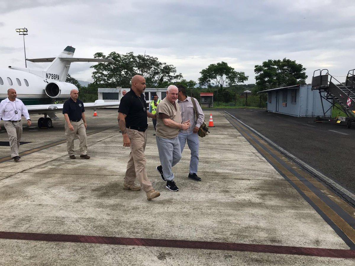 Tras revisión médica Martinelli es conducido a cárcel El Renacer