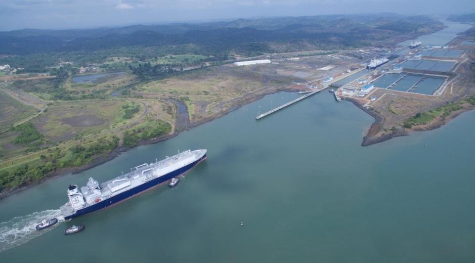 Canal de Panamá levantaría restricciones para buques GNL a partir de octubre
