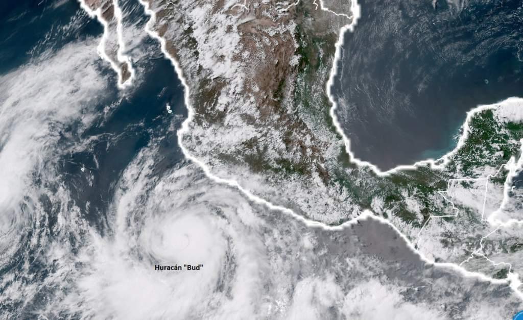 Huracán Bud se fortalece frente a costas del Pacífico mexicano