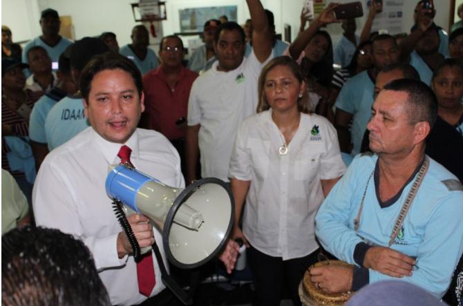 De La Iglesia evaluará con Varela implementación de la escala salarial