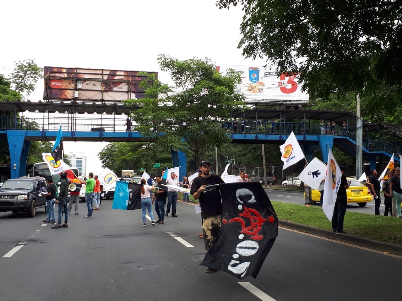 Universitarios continúan protestas exigen se elimine el aumento a la tarifa eléctrica