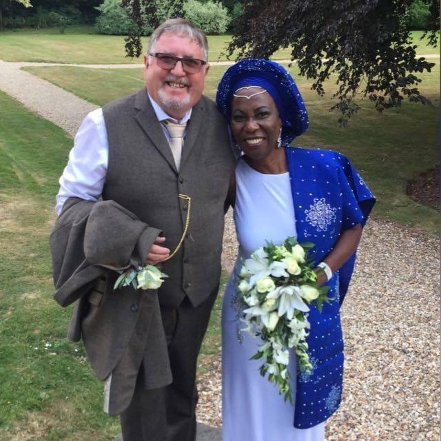 Exmagistrada Graciela Dixon contrae matrimonio con un veterano de la armada inglesa