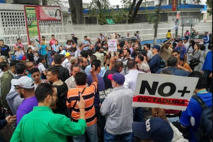 Menor de 13 años muere en Venezuela durante protesta por falta de agua y luz