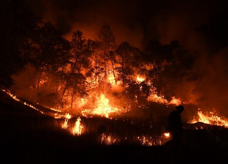 Fuego en California destruye más de mil hogares