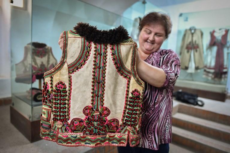 """El chaleco que Dior """"copió"""", según los artesanos rumanos"""