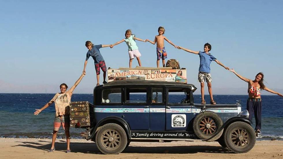 A bordo de un auto de 1928, una familia argentina recorre los 5 continentes