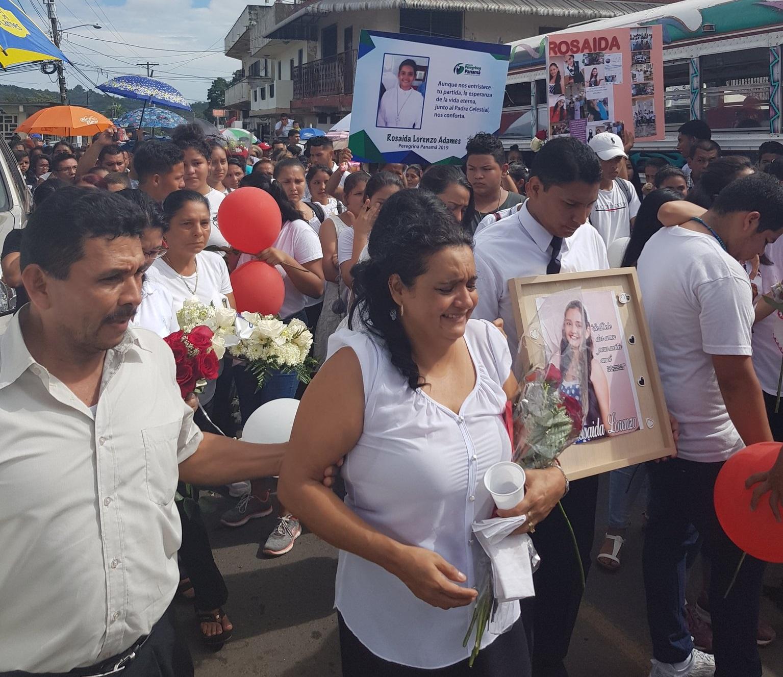 Dan el último adiós a Rosaida Lorenzo estudiante de la UTP que murió por atropello