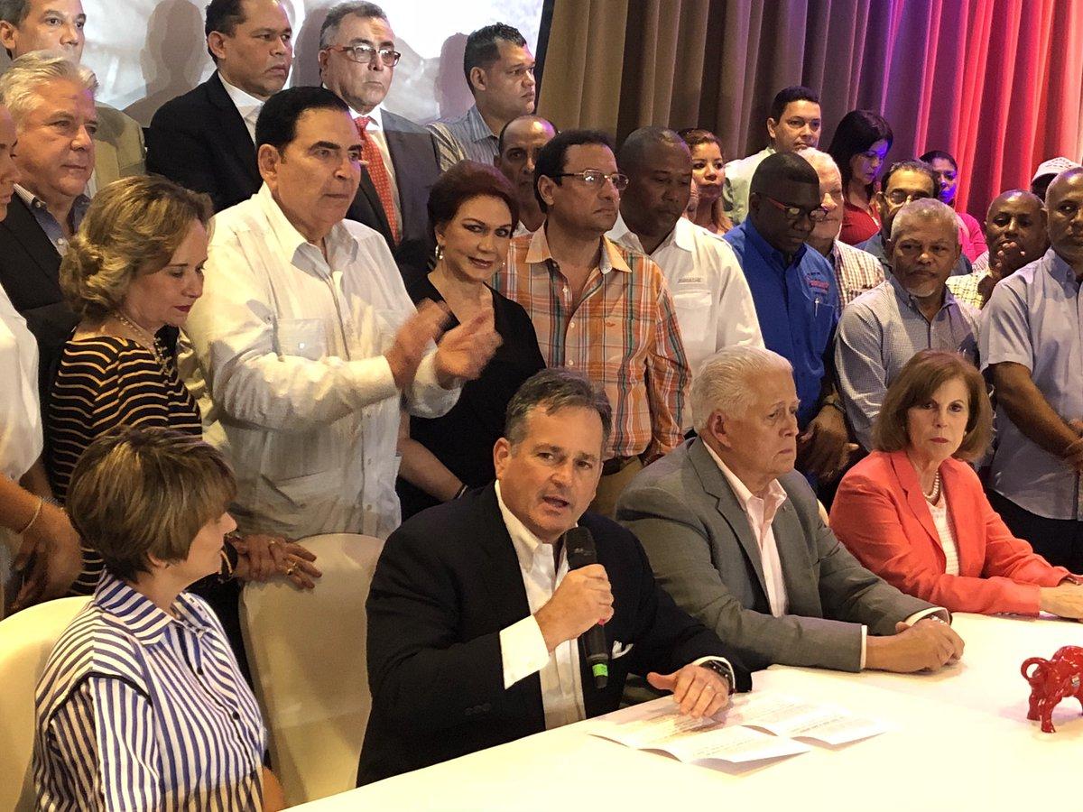 """Navarro se baja, apoyará al """"Toro"""" Balladares"""