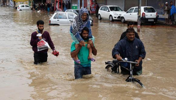Mueren 37 personas en India por inundaciones