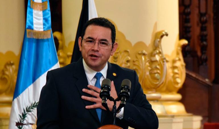 Activistas exigen orden de captura contra presidente de Guatemala