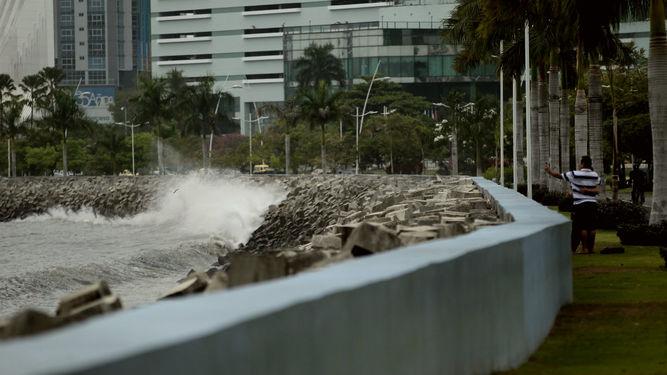 Sinaproc declara alerta verde por mareas altas en el Pacífico