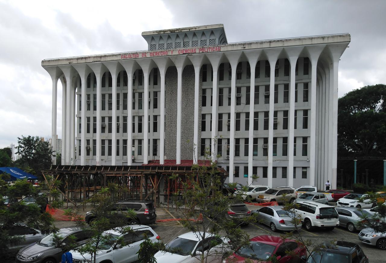 Destituyen a tres funcionarios de la UP por cobrar para cambiar notas