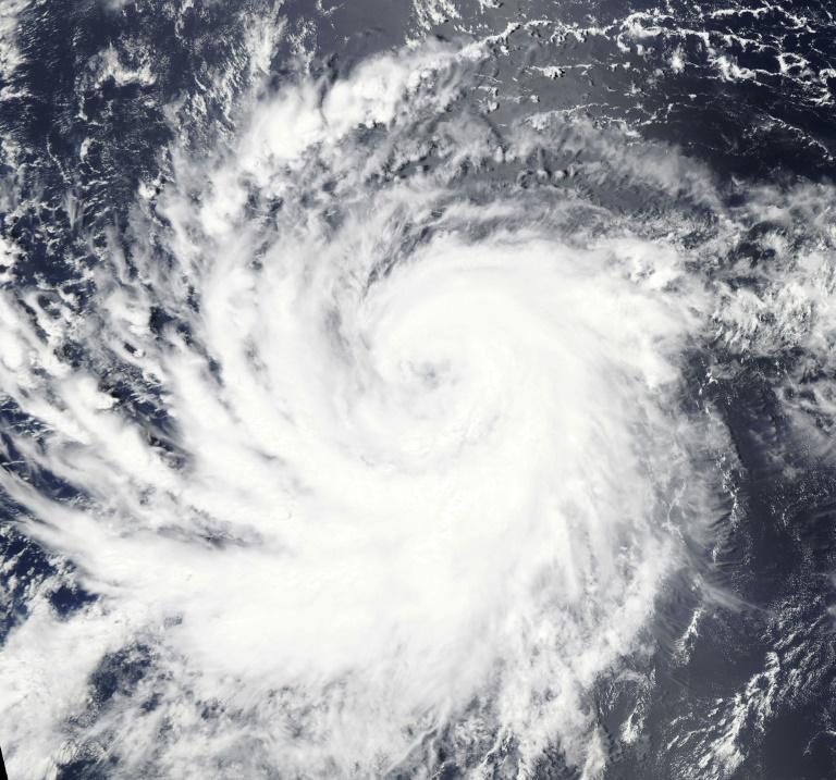 Un huracán de categoría 3 se aproxima a Hawái