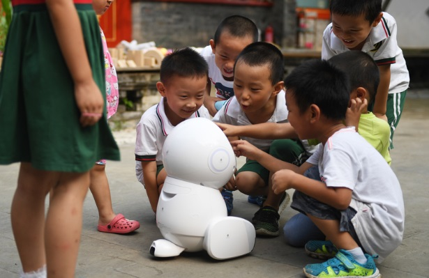 Los maestros robot ya llegaron a las escuelas en China