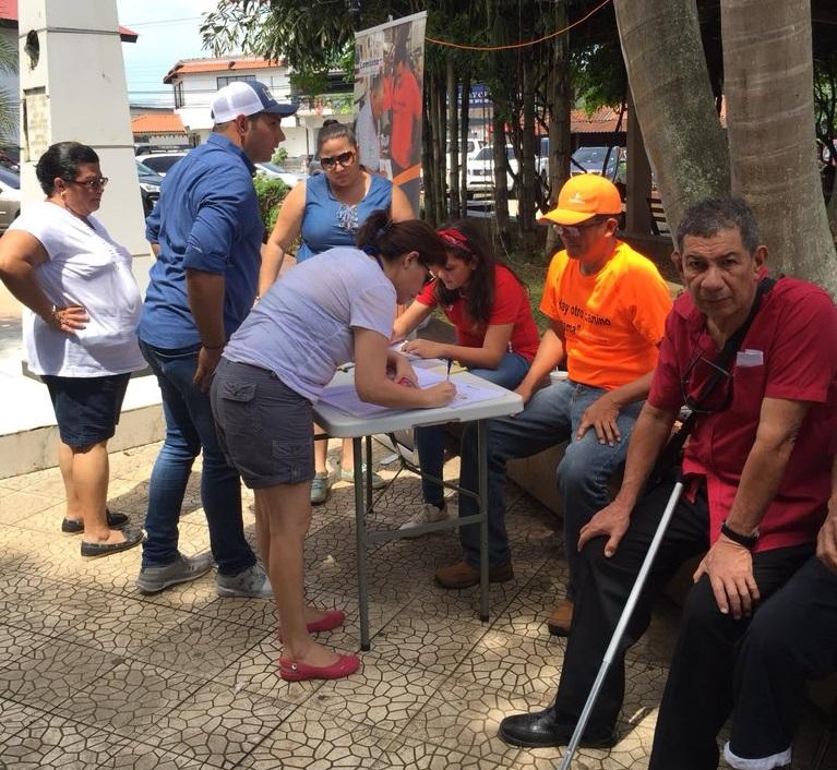Ricardo Lombana desarrolla jornada masiva de recolección de firmas