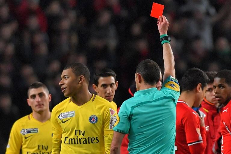El delantero del PSG Mbappé recibe suspensión de tres partidos por su expulsión