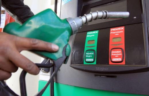 Precio de la gasolina baja este viernes luego de ocho alzas