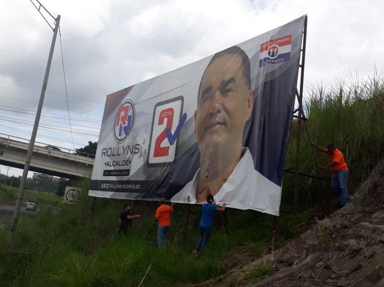 Remueven propaganda política colocada en lugares prohibidos por la ley