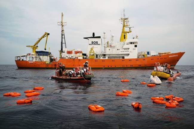 """Denuncian que Panamá quiere retirar bandera del barco Acuario """"por presiones de Italia"""""""
