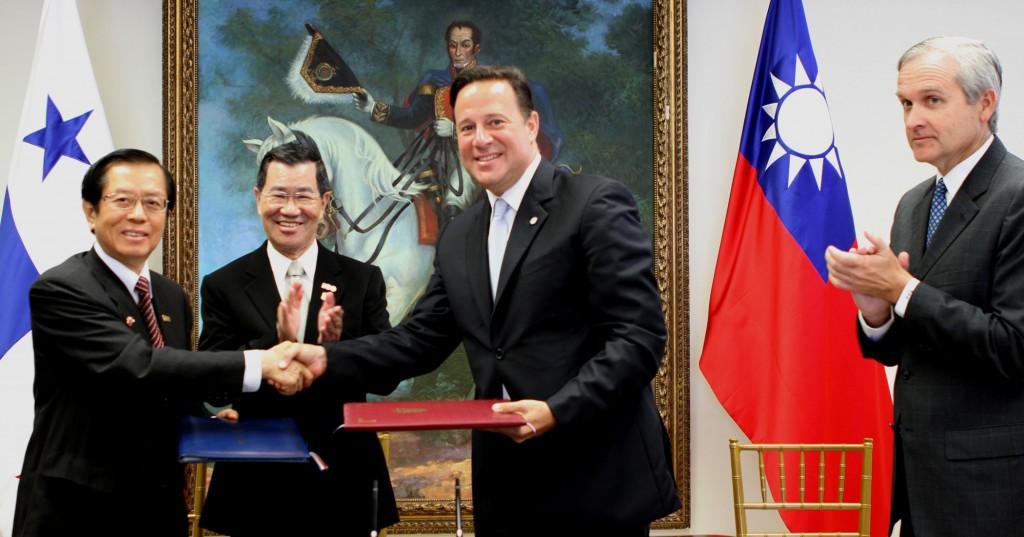 Cancillería de Panamá  divulga copia de los 28 acuerdos suscritos  con China