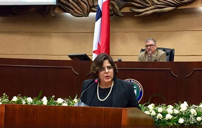 Periodista Álvaro Alvarado presenta una querella contra la exministra Eyda Varela de Chinchilla