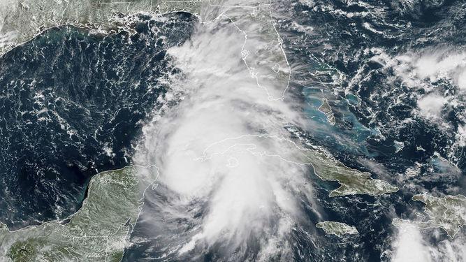 """Florida se prepara para recibir al """"monstruoso"""" huracán Michael"""