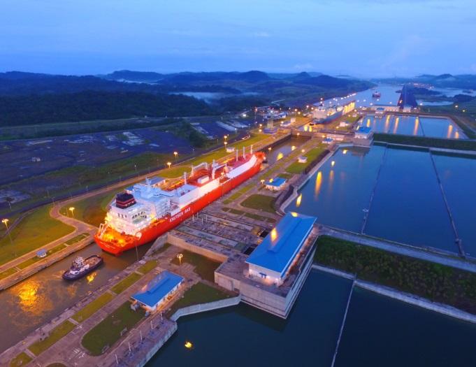 Este lunes pasaron por el Canal cuatro buques de gas natural licuado