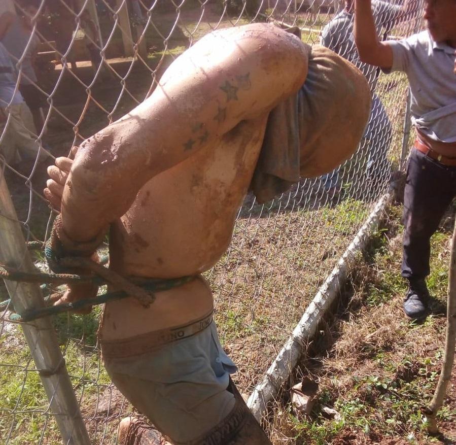 Cansados de los robos moradores de El Bongo en Capira atrapan y exhiben a ladrón