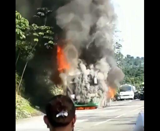 Bus de Panamá-Colón se incendia en el Corredor Norte, se reportan 5 lesionados