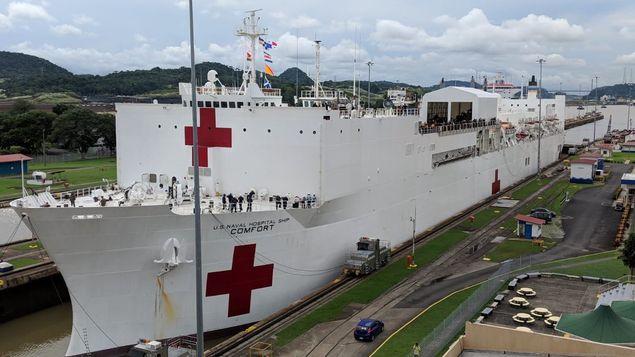 Buque hospital de EE.UU. cruza el Canal para dirigirse hacia América del Sur
