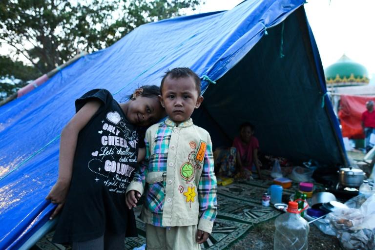 Entierros en masa en Indonesia tras el sismo y el tsunami