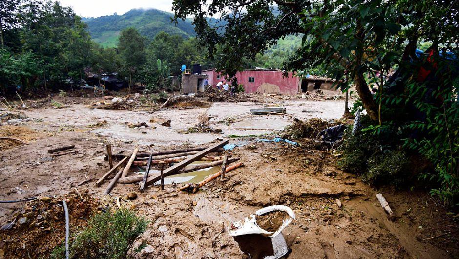Al menos seis personas mueren por deslave en el sur de México