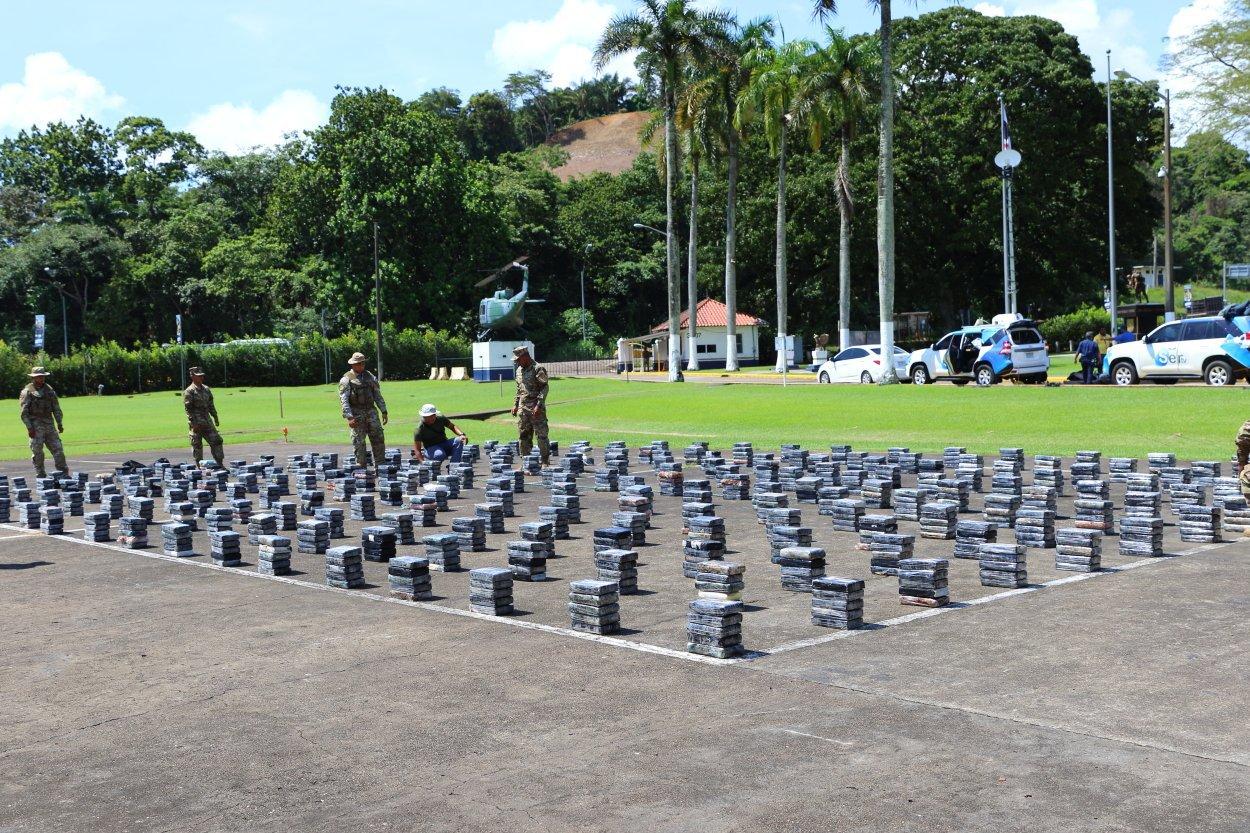 Incautan 1,215 paquetes de droga en Colón