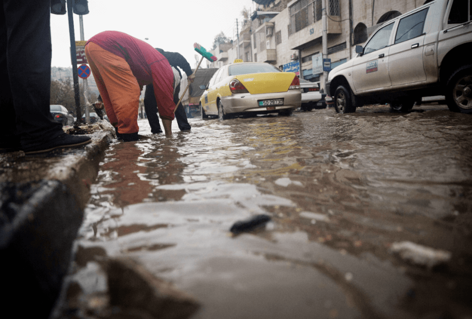 Mueren 17 personas en accidente de un autobús escolar en Jordania a causa de las lluvias