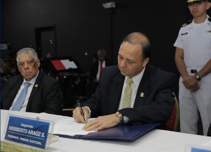 Firman convenio para reclutar a universitarios como jurados de mesa en elecciones 2019