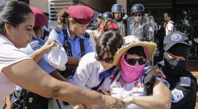 Liberan a unos 30 opositores arrestados por protestar en Nicaragua, tras ola de críticas