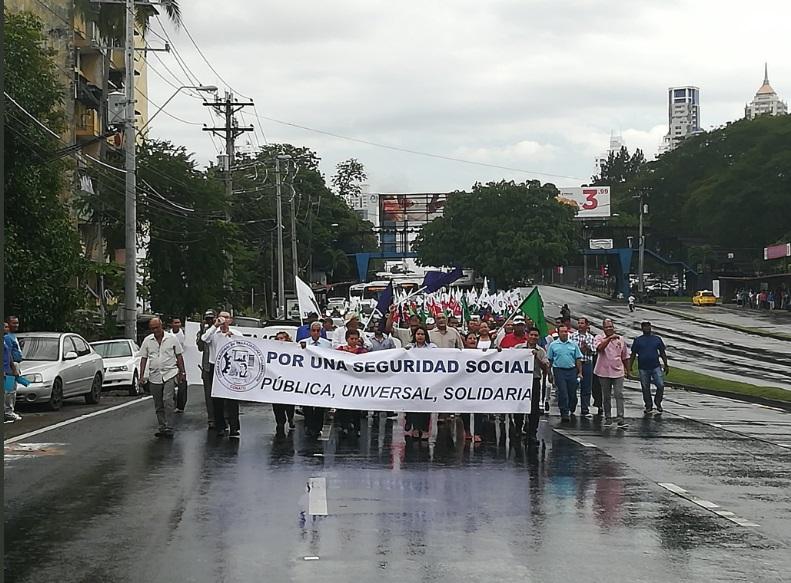Conato marcha hacia la Cámara de Comercio, rechazan división de la CSS