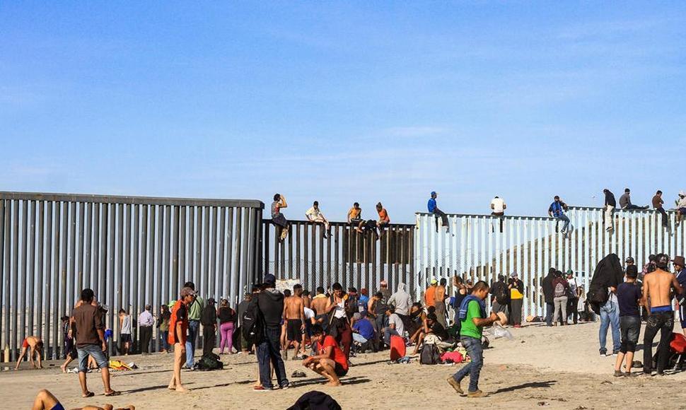 Caravana migrante pisa el acelerador en México para llegar a EEUU