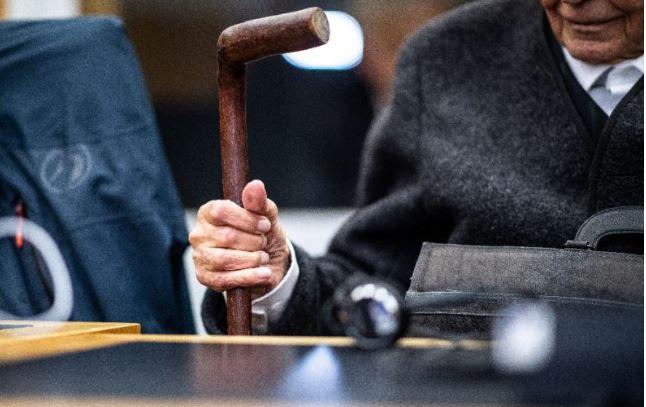 """Ex guardia nazi dice en su juicio sentir """"vergüenza"""", pero se declara inocente"""