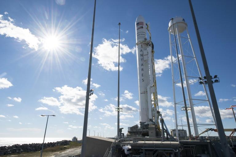SpaceX logra su primera misión comercial con un cohete Falcon Heavy