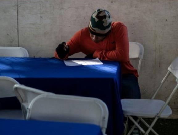 """""""Se busca obrero"""": La mexicana Tijuana ofrece empleo a caravana de migrantes"""