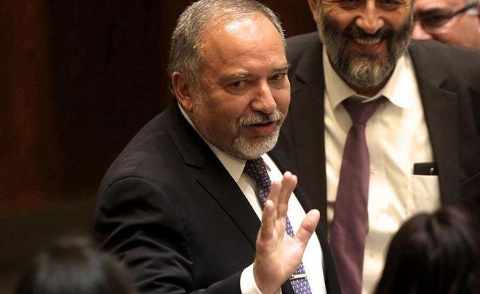 El ministro israelí de Defensa anuncia su dimisión tras el alto el fuego en Gaza