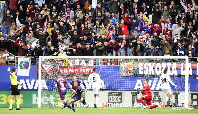 El Real Madrid es goleado 3-0 por el Eibar en la primera derrota de Solari