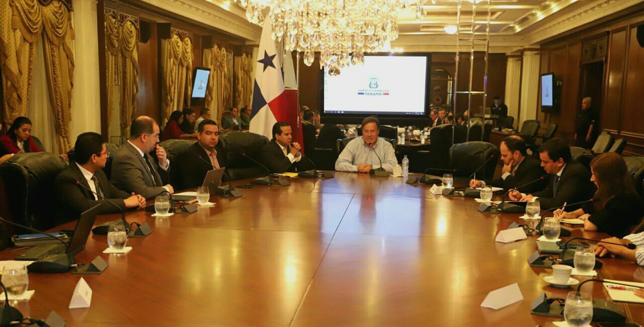 Presidente Varela se reúne con agroindustriales lácteos y logran acuerdos